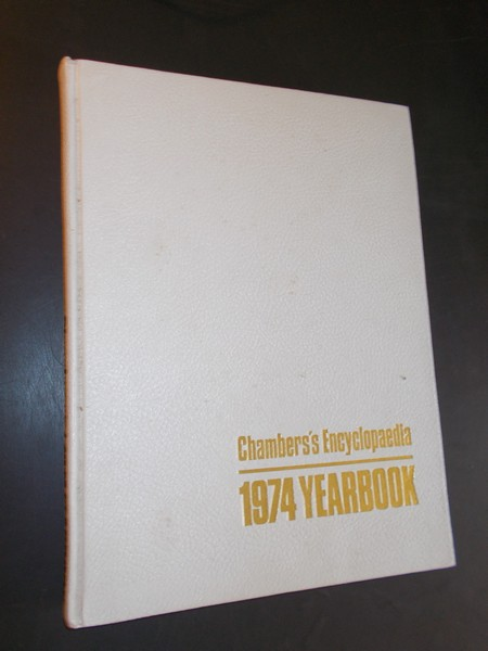 RED.- - Chambers`s encyclopedia. Yearbook. A year of your life. A yearbook covering the events of 1973